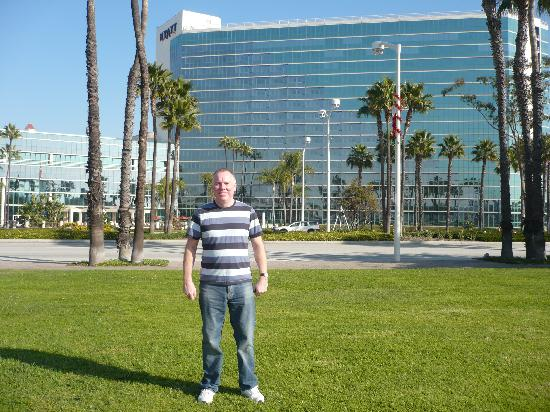 Hyatt Regency Long Beach Me Outside