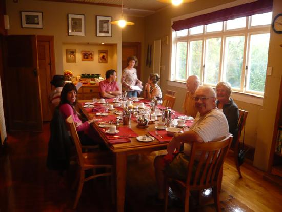 Holly Homestead B&B: all together for breakfast