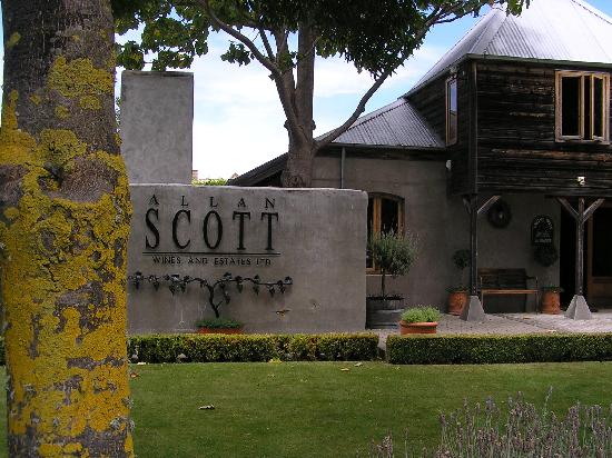 Henry Maxwell's Central Bed & Breakfast: Allan Scott winery - where we had lunch