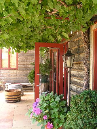 Henry Maxwell's Central Bed & Breakfast: Another Boutique winery