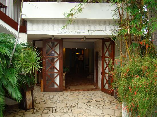 Le Saint Alexis Hotel & Spa: Main entry