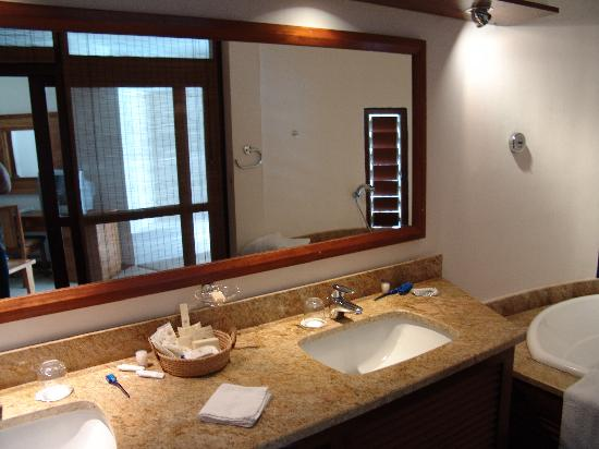 Le Saint Alexis Hotel & Spa: Bathroom
