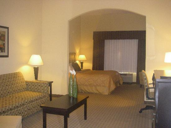 Baymont Inn & Suites Mesa Near Downtown: King Suite