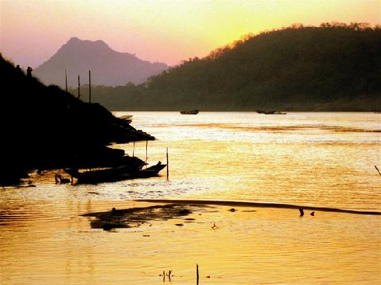 Mekong Riverview Hotel: mekong river sunset