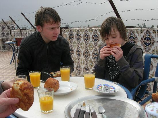 Hotel Mimosa : Petit dejeuner sur la terrasse