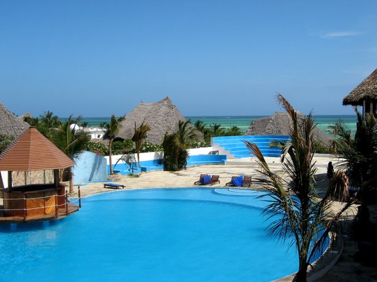 Jacaranda Beach Resort: piscina del resort