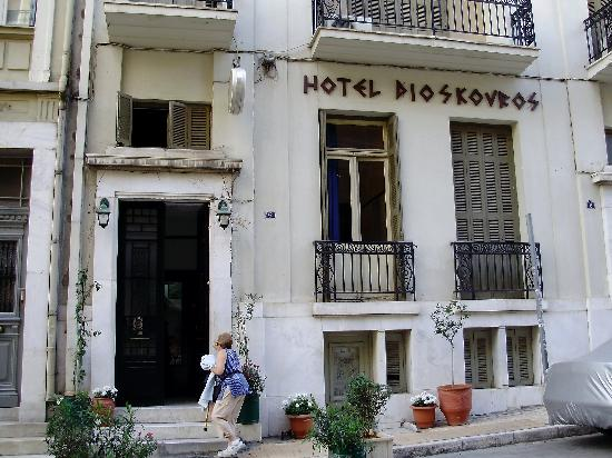 Hotel Dioskouros: Outside of hotel