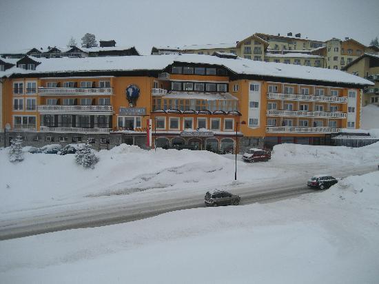 Hotel Steiner - almost ski-out, ski-in