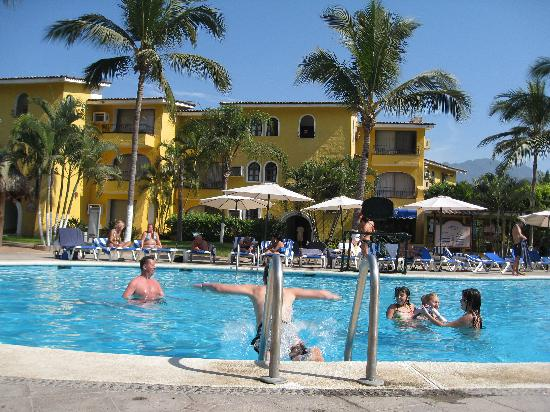 Costa Club Punta Arena: Fun in the Pool.