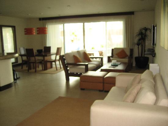 Pueblito Luxury Condohotel: Living Room