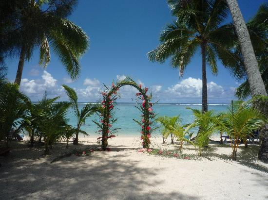 The Rarotongan Beach Resort & Spa: A Wedding Arch - used for a wedding while we were there