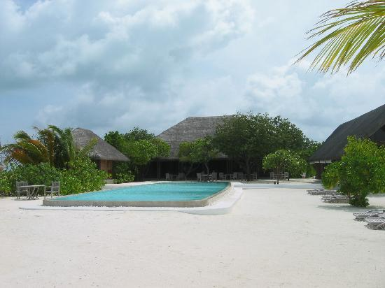 منتجع Cocoa Island by COMO: Restaurantbereich und Pool