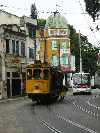 Um Meia Tres: bonde, the streetcar just near the hotel