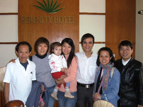 Hanoi Serenity Hotel: Group photo with manager and staff of Senerity