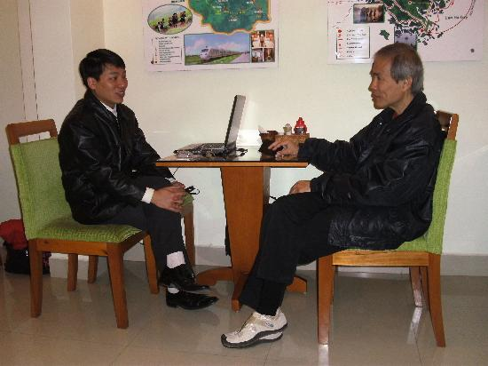 Hanoi Serenity Hotel: peronal chat with manager of senerity