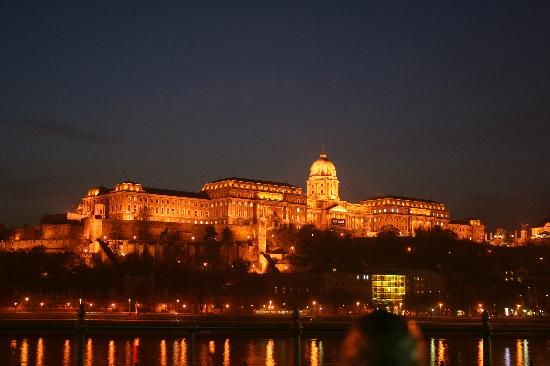 Kempinski Hotel Corvinus Budapest: river at night