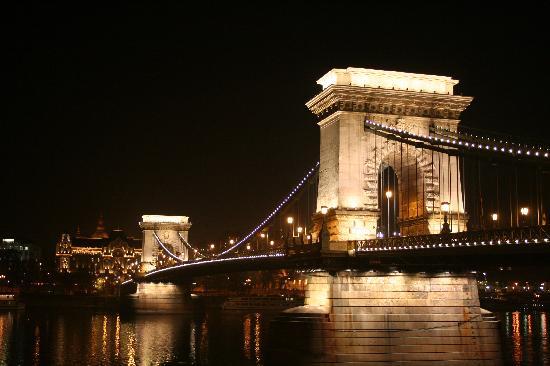 Kempinski Hotel Corvinus Budapest: bridge at night