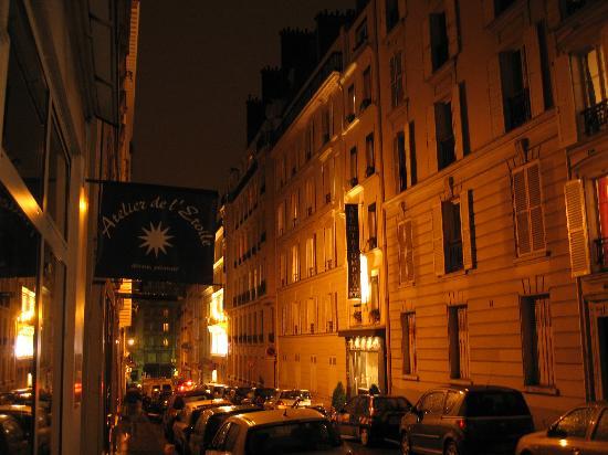 Hotel Arc de Triomphe : Hotel street