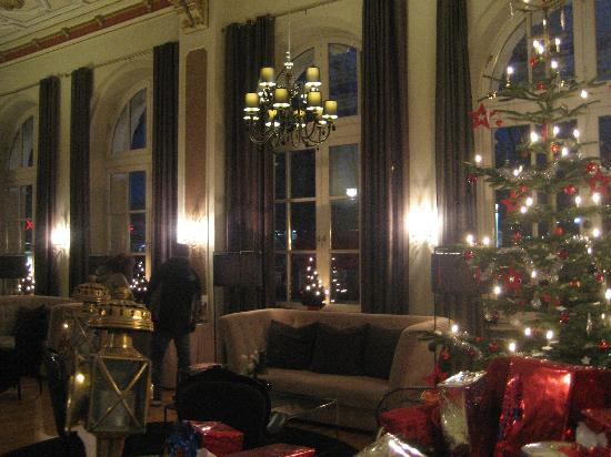 Eurostars Park Hotel Maximilian: the one nice part- the lobby of the first floor