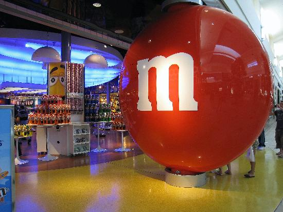 The Florida Mall: Outside the M&M Store