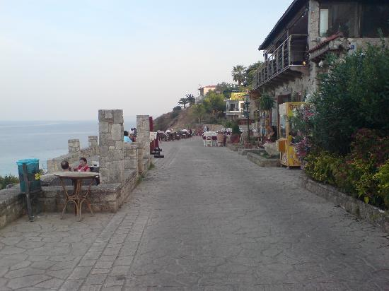 Nostos Hotel: Afitos restaurants overlooking the gulf