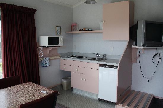 Fiordland National Park Lodge : kitchen