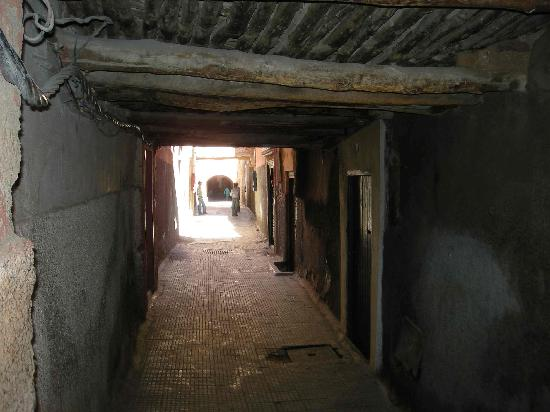 Dar Elma: la rue juste avant la dite riad