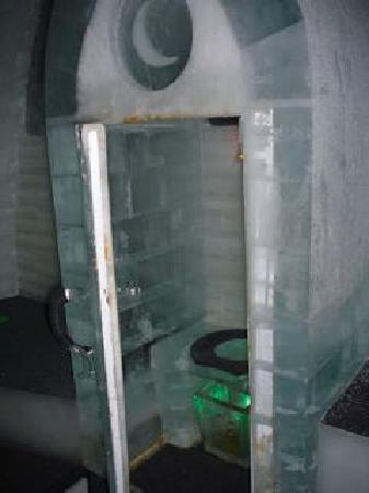 Chena Hot Springs Resort : ice toilet