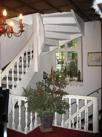 Hotel Weierich: staircase- all decked out for Christmas