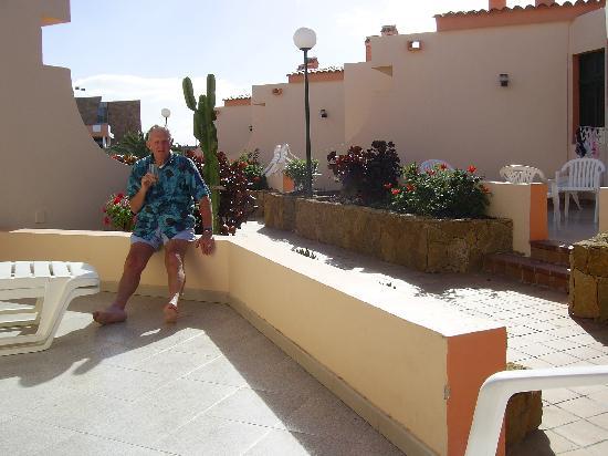 Bungalows Castillo Playa: patio area