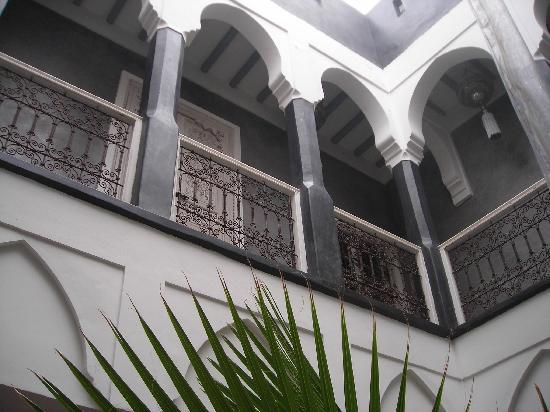 Riad Menzeh : Coursive (menant aux 4 chambres du 1er étage)
