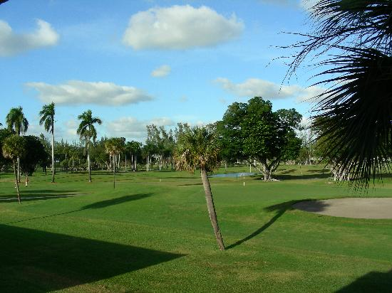Hotel Indigo Miami Lakes: View of the Golf Course from my balcony
