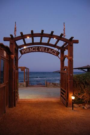 The Mirage Village Hotel: Mirage Village beach entrance