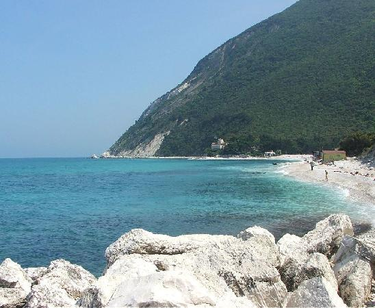 Il Nascondiglio - The Hideaway: A Day Trip to the Conero National Park