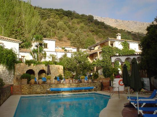 Molino del Santo: General view of annex rooms and pool.