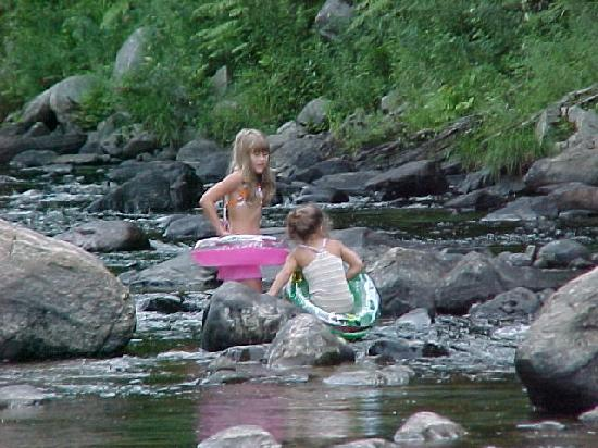 Winhall Brook Campground: Trying to float down the river