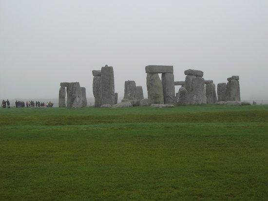 Gren Tours : Stonehenge in the mist
