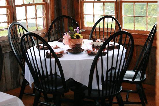Pilgrim's Inn : Our dinner tables
