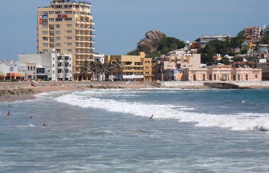 Mazatlan, Mexico: Playa Olas Altas, with the Posada Freeman and Puerto Viejo Restaurant in view.