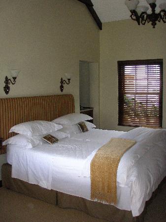 Schoone Oordt Country House: Huge Bed