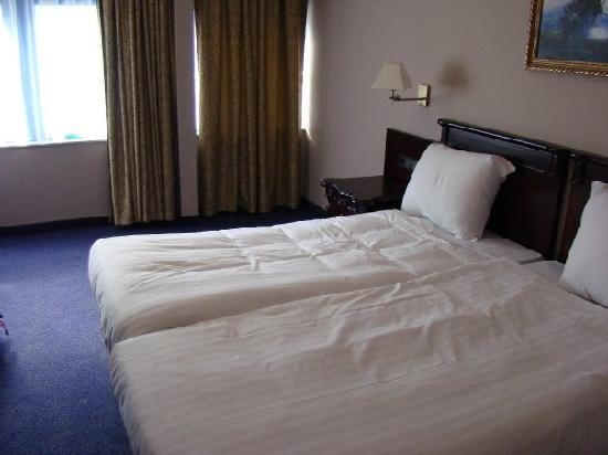 BEST WESTERN Blue Square Hotel: Our room