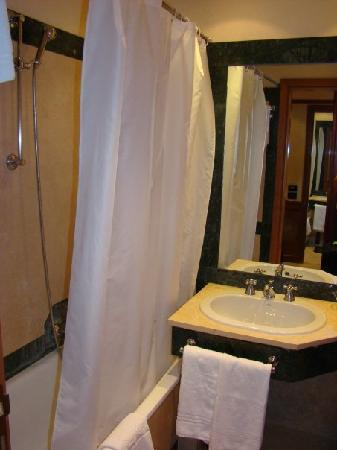 Park Hotel Roma Cassia : Our bathroom