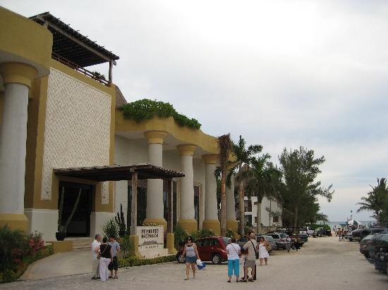 Pueblito Luxury Condohotel: Hotel Exterior 1
