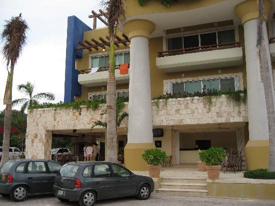 Pueblito Luxury Condohotel: Hotel Exterior 2