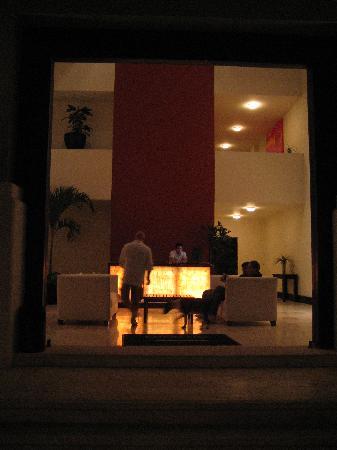 Pueblito Luxury Condohotel: Hotel Front Entrance 1