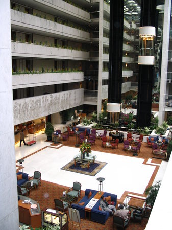 Concorde Hotel Singapore: The wonderful lobby