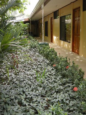 Hotel Savannah: sector de las habitaciones y jardín