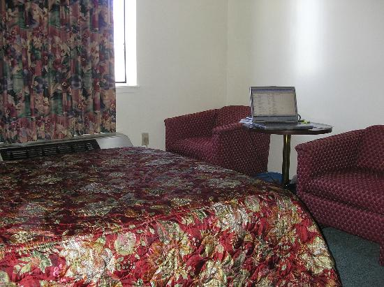 Nyack Motor Lodge: Guest Room - Bed 2