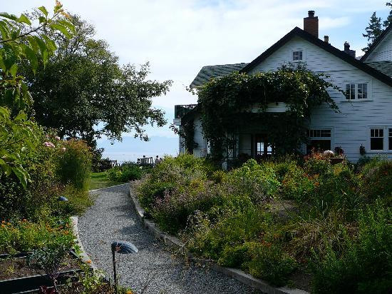 Sooke Harbour House Resort Hotel: Flower and vegetable gardens