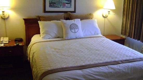 Hawthorn Suites by Wyndham Sacramento: Bed at the Sacramento Hawthorn